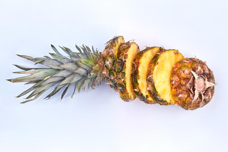Reifer Ananasfruchtschnitt in Scheiben lizenzfreies stockfoto