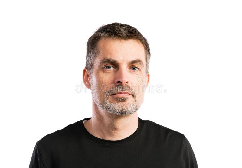 Reifer Hippie-Mann im schwarzen T-Shirt Atelieraufnahme, lokalisiert lizenzfreies stockbild