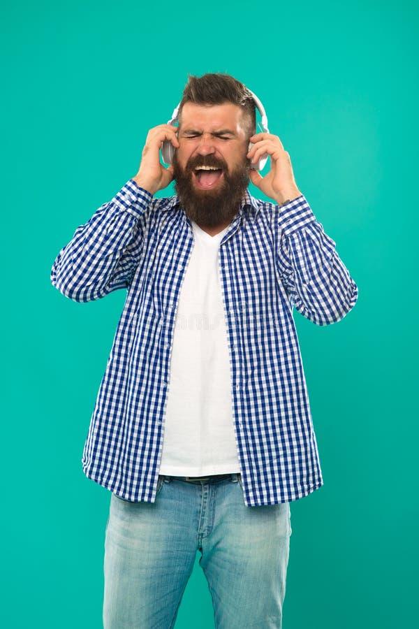 Reifer Hippie mit Bart Bärtiger Mann Haar- und Bartsorgfalt r Jung und grob Glücklicher Mannhippie lizenzfreie stockfotos