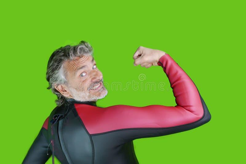 Reifer Mann in openwater Badebekleidung stockfotos
