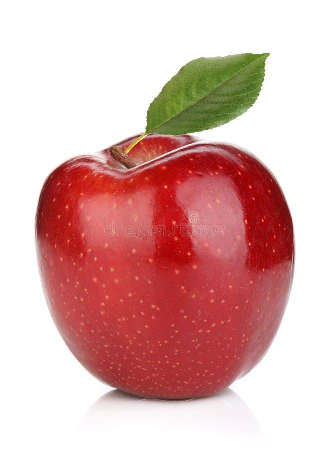 Reifer roter Apfel mit grünem Blatt stockbilder