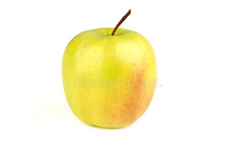 reifer saftiger gelber Apfel auf einem weißen Hintergrund stockbilder