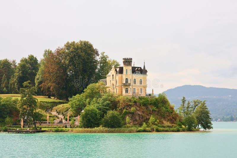 Reifnitz-Schloss auf See-Wert in Kärnten, Österreich lizenzfreie stockfotografie