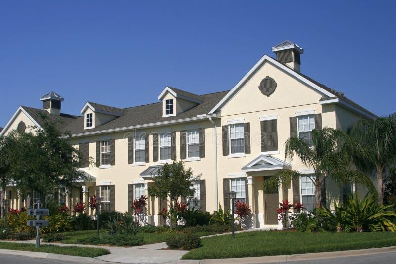 Reihe der Eigentumswohnungen lizenzfreie stockfotos