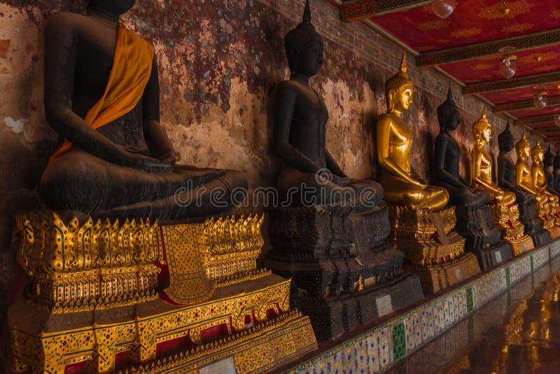 Reihe der heiligen Buddha-Bilder stockbild