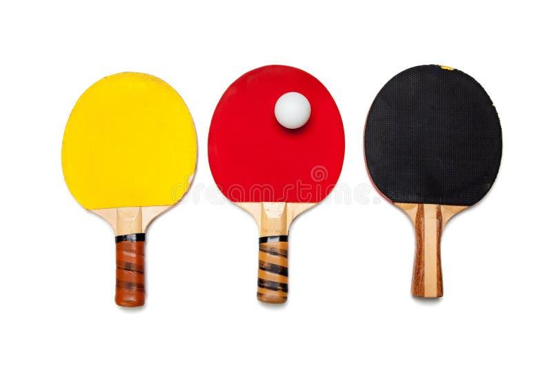 Reihe der Klingeln pong Paddel auf Weiß lizenzfreies stockfoto