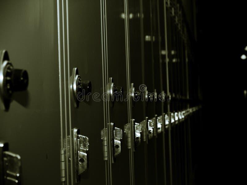 Reihe der Metalschließfächer lizenzfreie stockfotografie