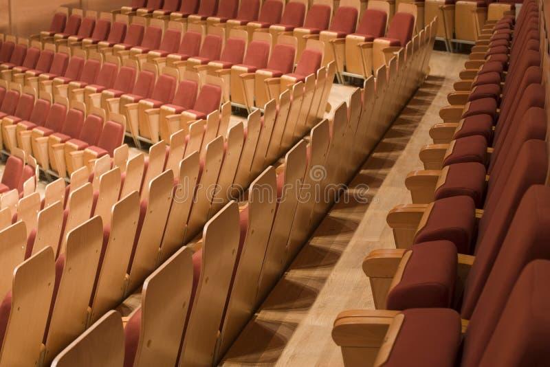 Reihe der Sitze am philharmonischen stockfotos