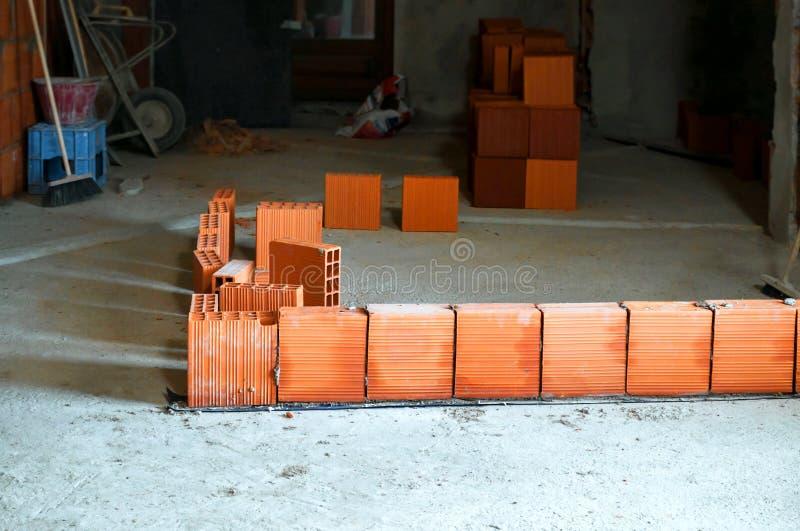Reihe des hohlen Ziegelsteines stockfoto