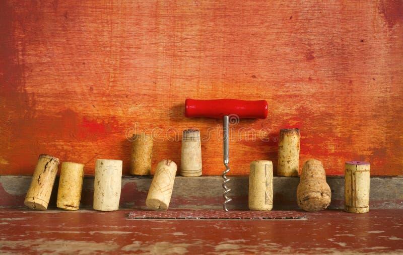 Reihe des Weinkorkens und -korkenziehers lizenzfreie stockfotografie