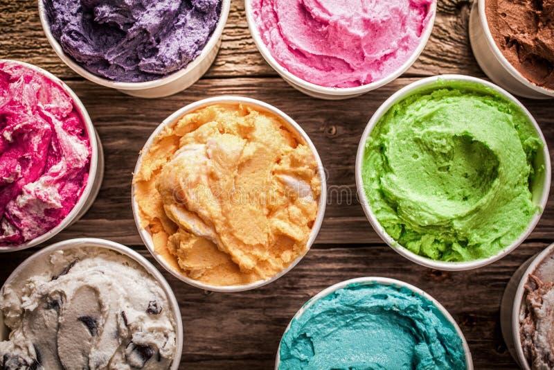Reihe unterschiedliche gewürzte bunte Eiscreme lizenzfreies stockbild