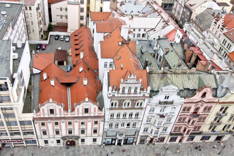 Reihe von Altbauten, Ansicht vom Kathedralenturm St Bartholomew s, Plzen, Tschechische Republik stockbild