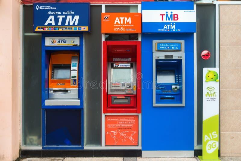 Reihe von ATM-Maschinen in Thailand lizenzfreie stockfotos