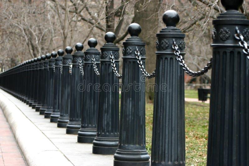 Reihe von fencepoles lizenzfreies stockfoto