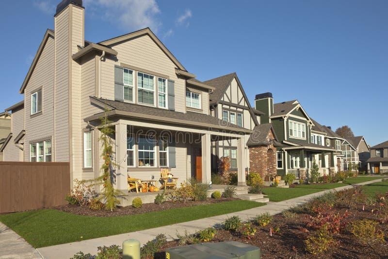 Amazing Download Reihe Von Neuen Häusern In Willsonville Oregon Stockfoto   Bild  Von Fenster, Vegetation:
