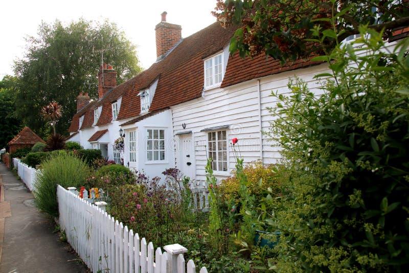 Reihe von typischen alten hölzernen Essex-Häusern lizenzfreies stockbild