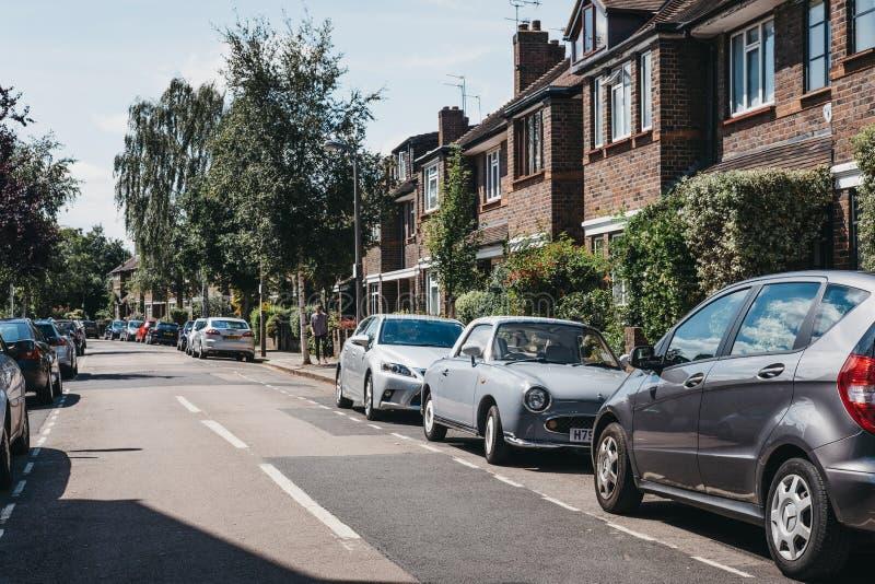 Reihe von typischen britischen Häusern in Barnes, London, Großbritannien stockfoto