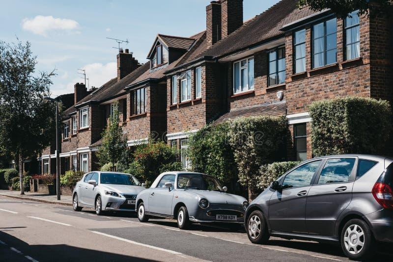 Reihe von typischen britischen Häusern in Barnes, London, Großbritannien lizenzfreie stockfotografie