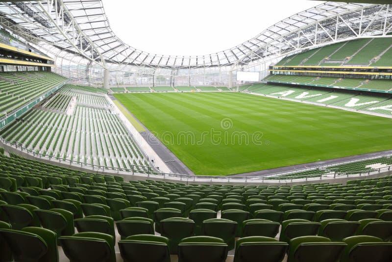 Reihen der grünen Sitze in einem leeren Stadion Aviva lizenzfreie stockfotografie