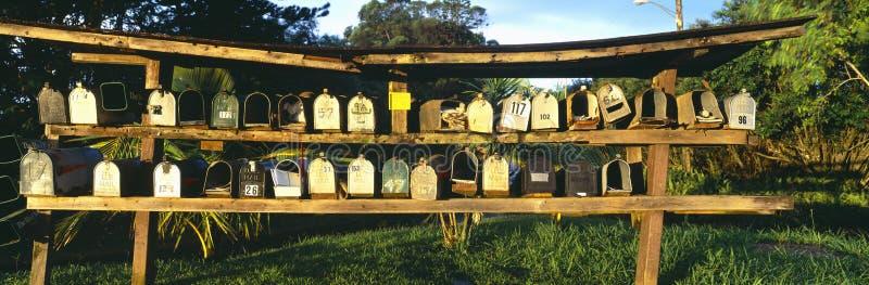Reihen der Mailboxes stockfotografie