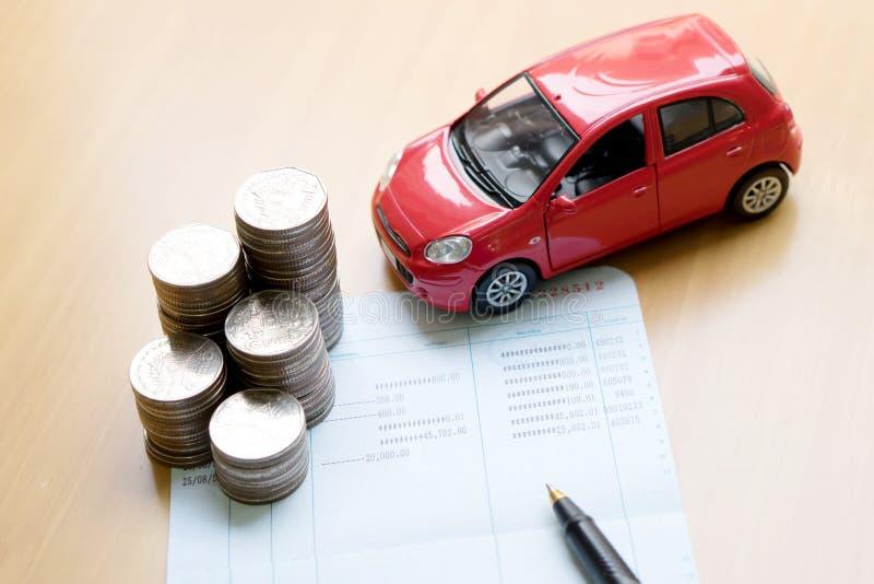 Reihen von Münzen, Geschäftsbuch, Auto Finanzierung und Bankverkehr stockfotos