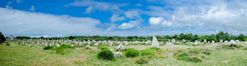 Reihen von Menhirs in Carnac, Bretagne, Frankreich lizenzfreies stockbild