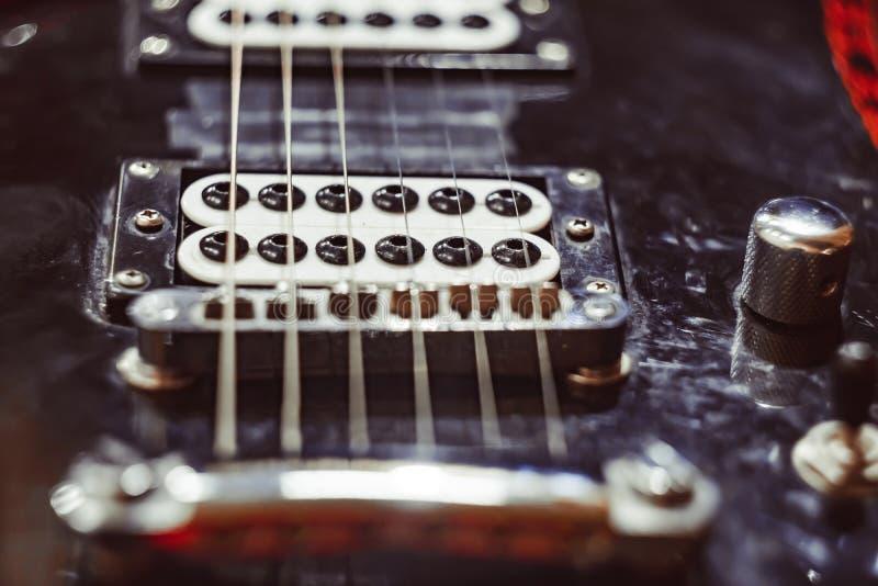 Reiht E-Gitarre und Aufnahme auf lizenzfreie stockbilder