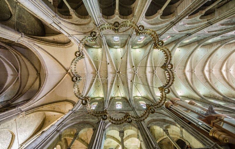 REIMS FRANCJA 2018 AUG: stropować San remi katedra Reims Ja chronił relikwie Saint Remi umierał 553 biskup fotografia royalty free