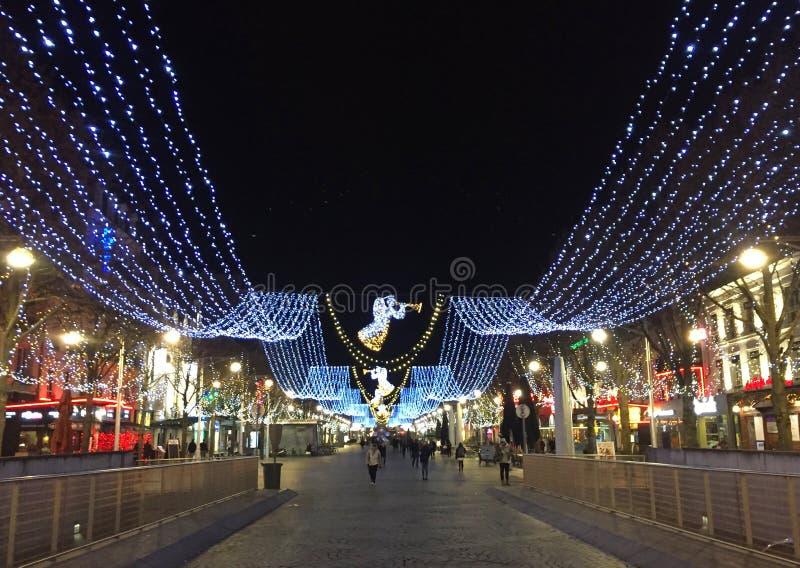 Reims 's nachts met Kerstmisdecoratie royalty-vrije stock foto