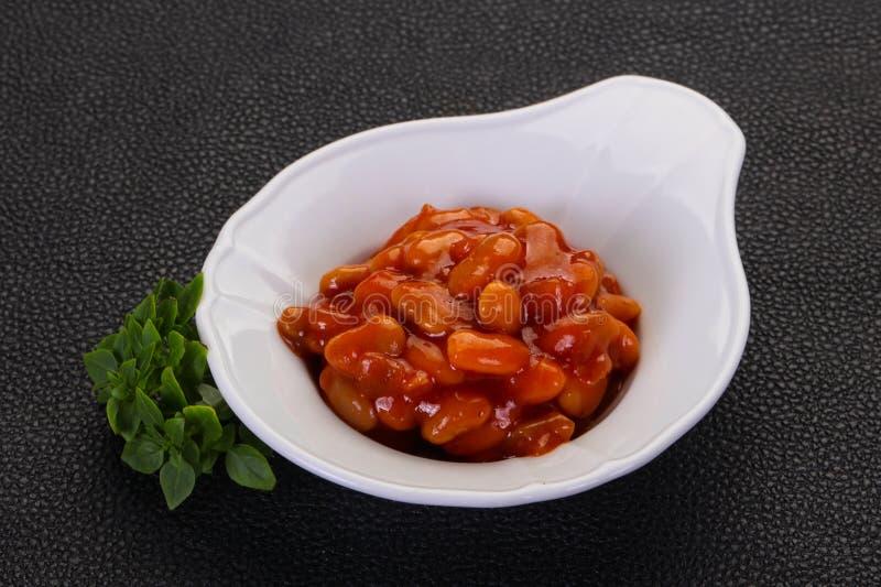 Rein cuit au four avec la sauce tomate image libre de droits