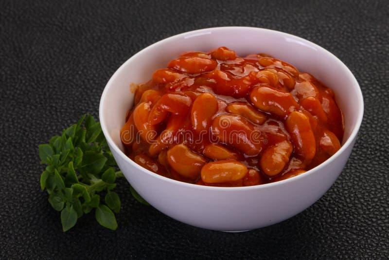 Rein cuit au four avec la sauce tomate images stock