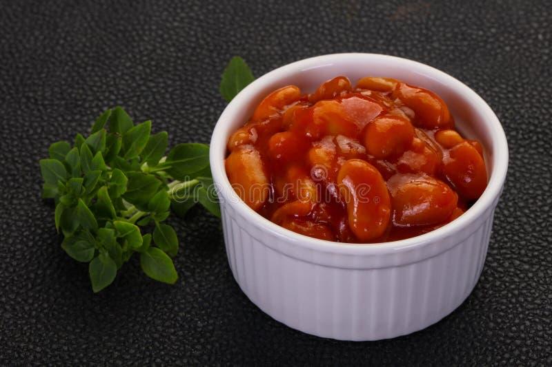Rein cuit au four avec la sauce tomate image stock