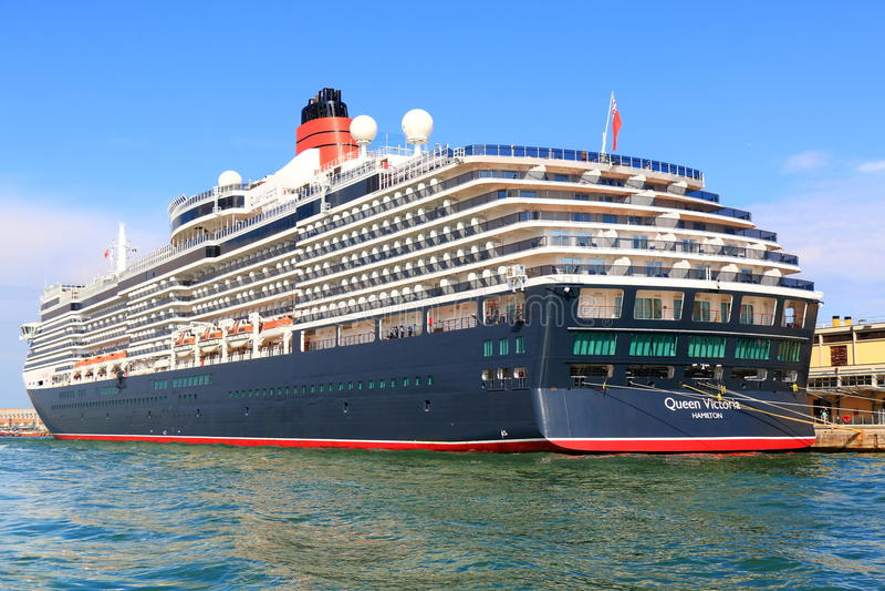 Reina amarrada Victoria del barco de cruceros en el puerto de Venecia, Italia fotografía de archivo libre de regalías