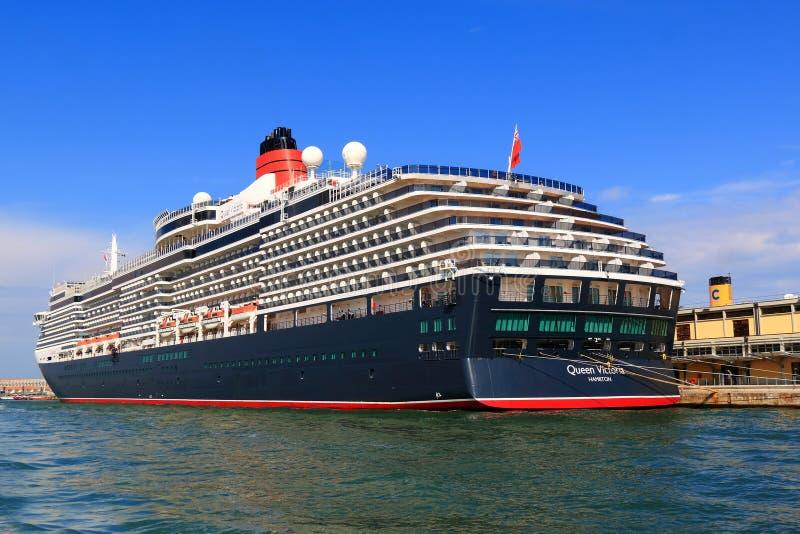 Reina amarrada Victoria del barco de cruceros en el puerto de Venecia, Italia imagen de archivo libre de regalías