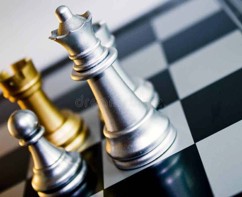 Reina del ajedrez del oro imagenes de archivo