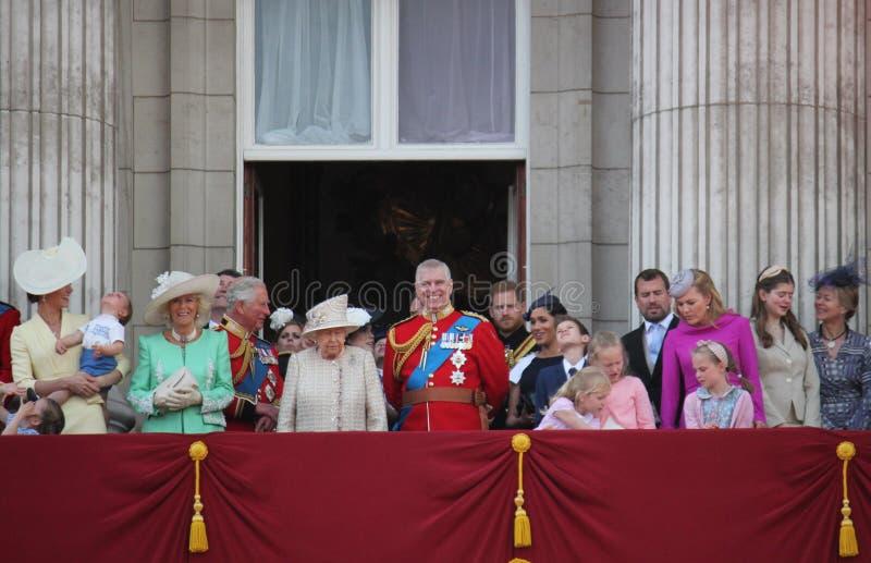Reina Elizabeth London 8 de junio de 2019 británico - Meghan Markle Prince Harry George William Charles Kate Middleton imagenes de archivo