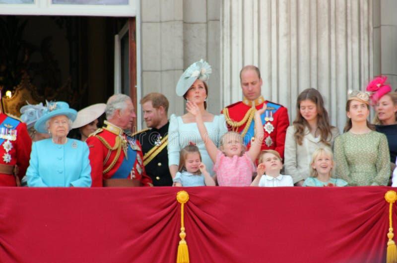 Reina Elizabeth, Londres, Reino Unido, el 9 de junio de 2018 - Meghan Markle, príncipe Harry, príncipe George William, Charles, K fotos de archivo libres de regalías