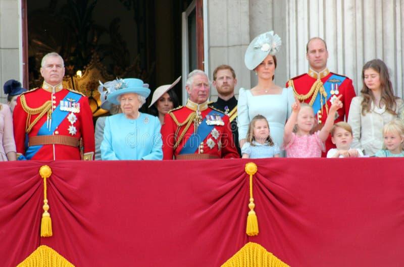 Reina Elizabeth, Londres, Reino Unido, el 9 de junio de 2018 - Meghan Markle, príncipe Harry, príncipe George William, Charles, K imágenes de archivo libres de regalías