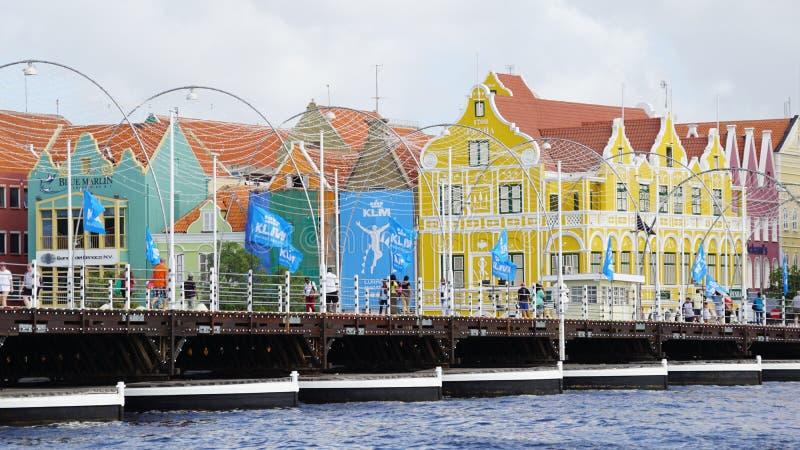 Download Reina Emma Pontoon Bridge En Willemstad, Curaçao Foto de archivo editorial - Imagen de edificios, cityscape: 64208688