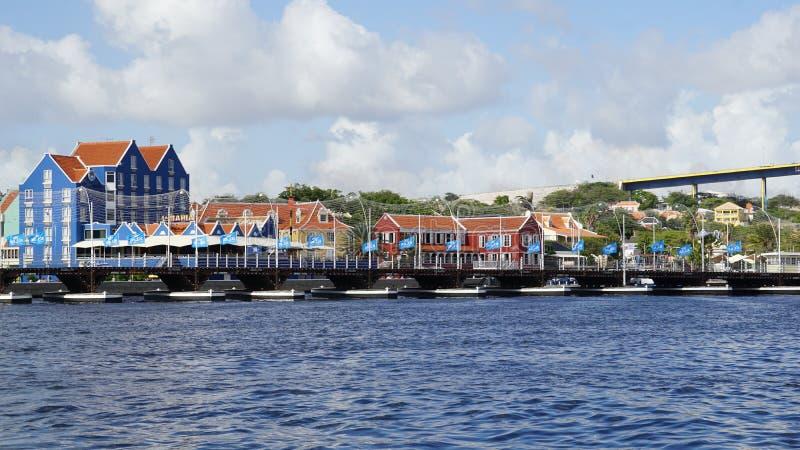 Reina Emma Pontoon Bridge en Willemstad, Curaçao fotografía de archivo