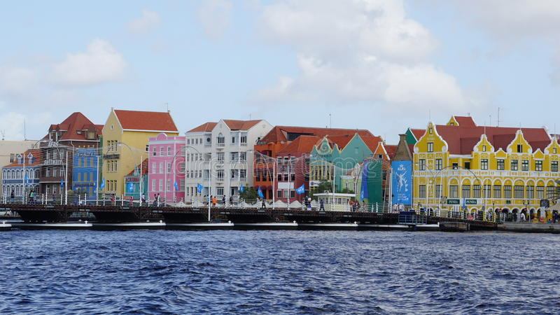 Download Reina Emma Pontoon Bridge En Willemstad, Curaçao Foto de archivo editorial - Imagen de holiday, casero: 64208708