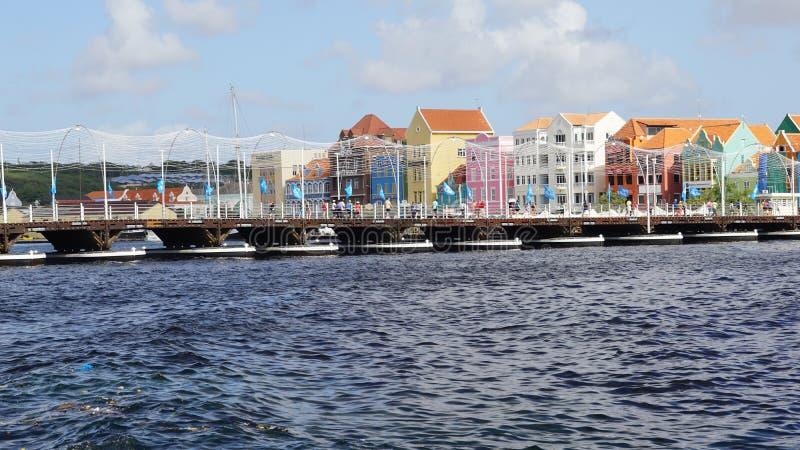 Reina Emma Pontoon Bridge en Willemstad, Curaçao imágenes de archivo libres de regalías