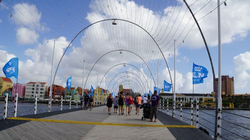 Download Reina Emma Pontoon Bridge En Willemstad, Curaçao Imagen de archivo editorial - Imagen de arco, antillean: 64209069