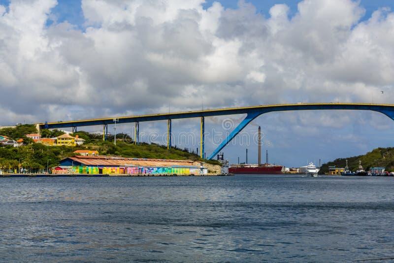 Reina Juliana Bridge en Willemstad foto de archivo