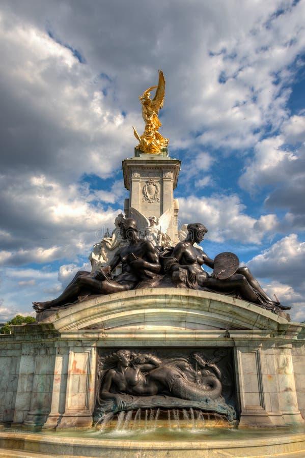Reina Victoria Memorial cerca del Buckingham Palace imagenes de archivo