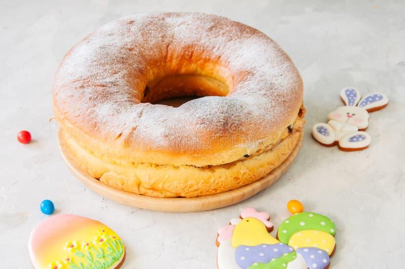 Reindling - austríaco ou cozimento festivo alemão para a Páscoa Anel c fotos de stock