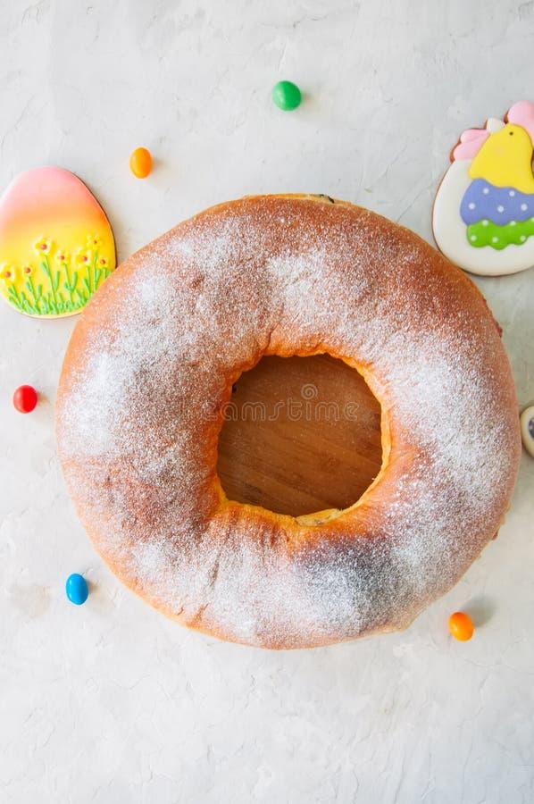 Reindling - austríaco ou cozimento yeasty festivo alemão para a Páscoa fotos de stock royalty free