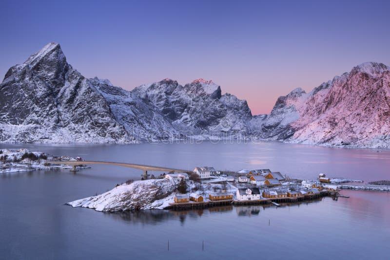 Reine auf den Lofoten-Inseln in Nord-Norwegen im Winter lizenzfreies stockfoto
