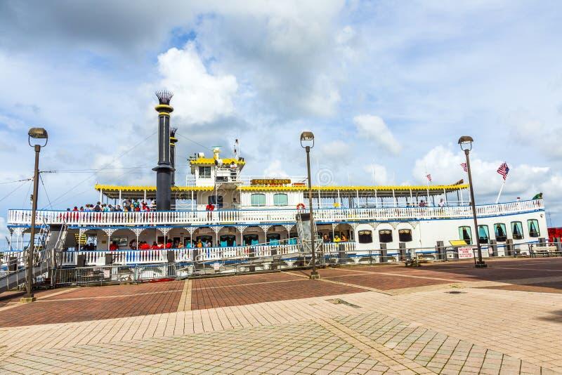Reine créole de Paddlewheeler dans le port de la Nouvelle-Orléans images libres de droits