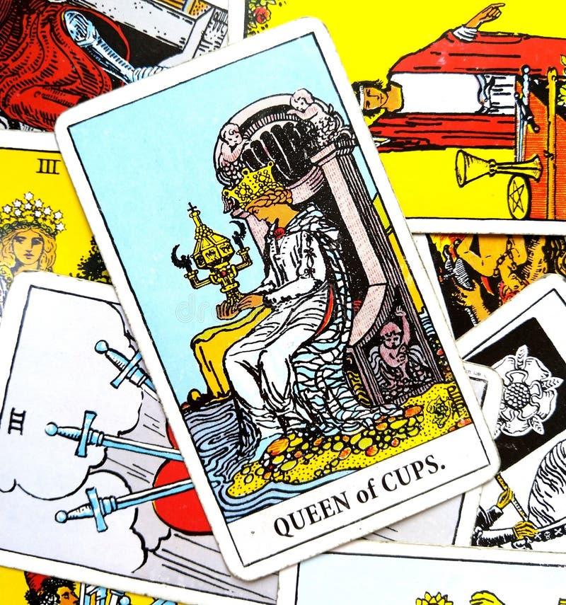 Reine de carte de tarot de tasses illustration stock